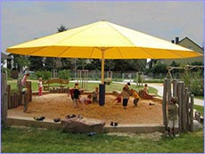 Genial Giant Umbrellas   TL/TLX